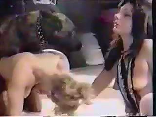 hermanas jugando con su perro